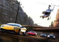 مسابقه تماشایی بالگرد با خودروهای در حال حرکت جاده+فیلم