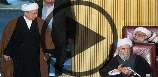 لحظه ورود هاشمی رفسنجانی و دکتر حسن روحانی به مجلس خبرگان